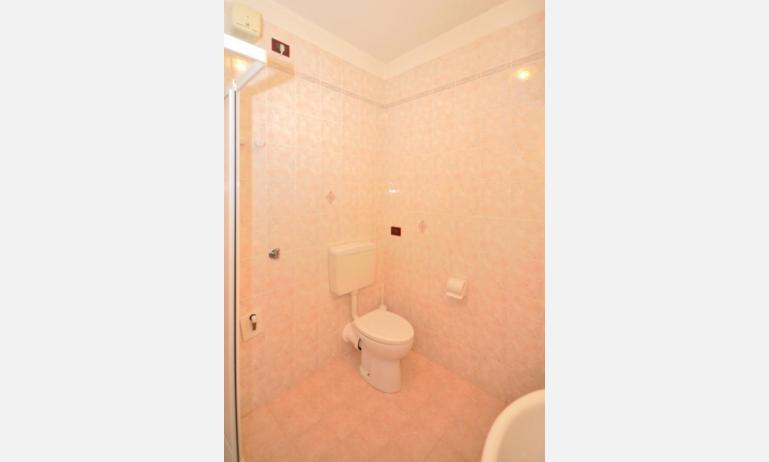 residence LIDO DEL SOLE 1: B5 - bagno (esempio)