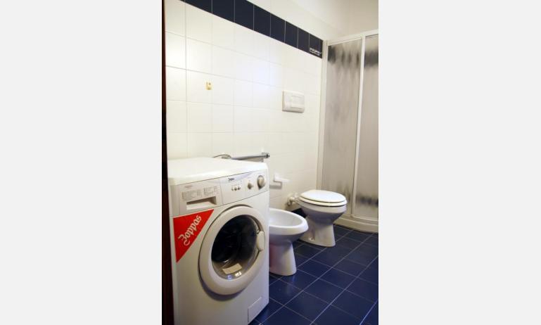 appartamenti JOLLY: B6 - bagno con lavatrice (esempio)