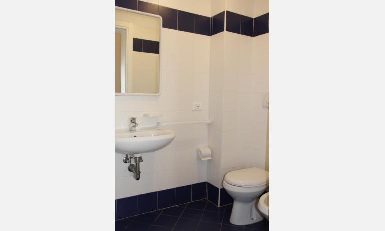 appartamenti JOLLY: C8 - bagno (esempio)