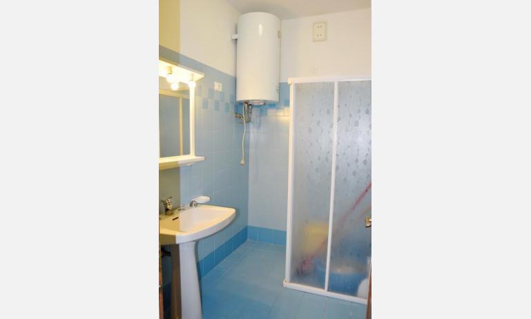 appartamenti VISTAMARE: B5 - bagno (esempio)