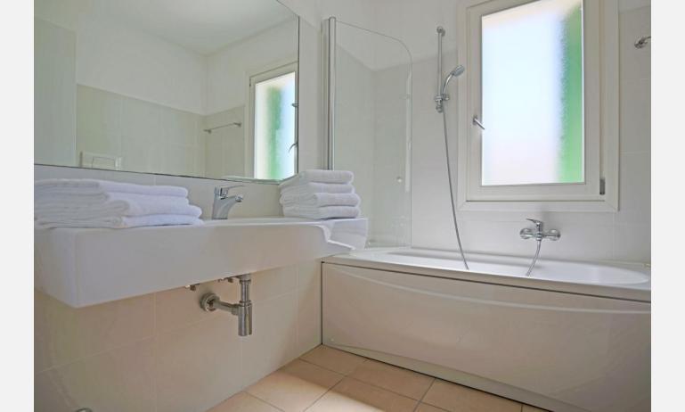 appartamenti MAESTRALE: B4/VD - bagno con vasca (esempio)