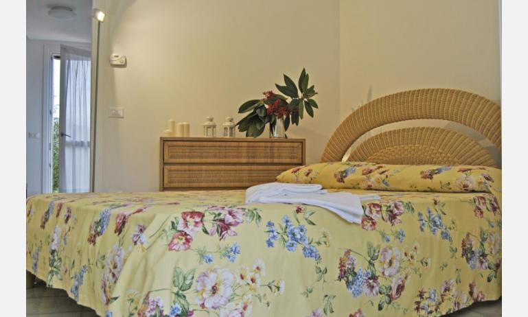 residence TAMERICI: C6 - camera matrimoniale (esempio)