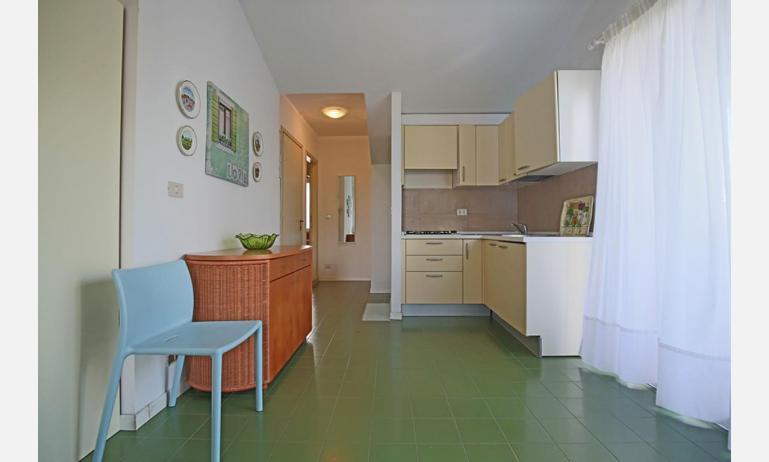 residence SELENIS: B4/pool - angolo cottura (esempio)
