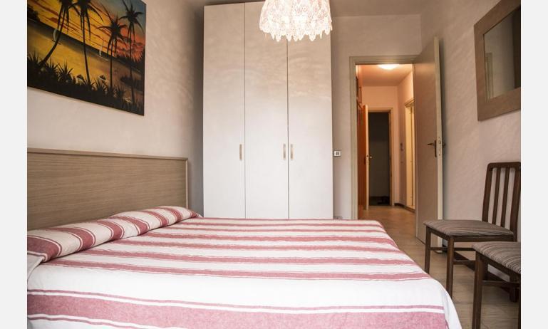 residence SELENIS: B4/pool - camera matrimoniale (esempio)