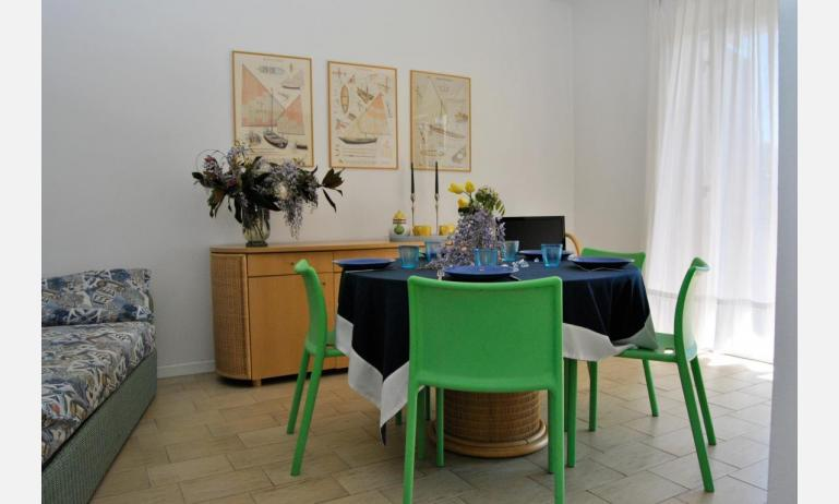 residence SELENIS: C6/pool - soggiorno (esempio)