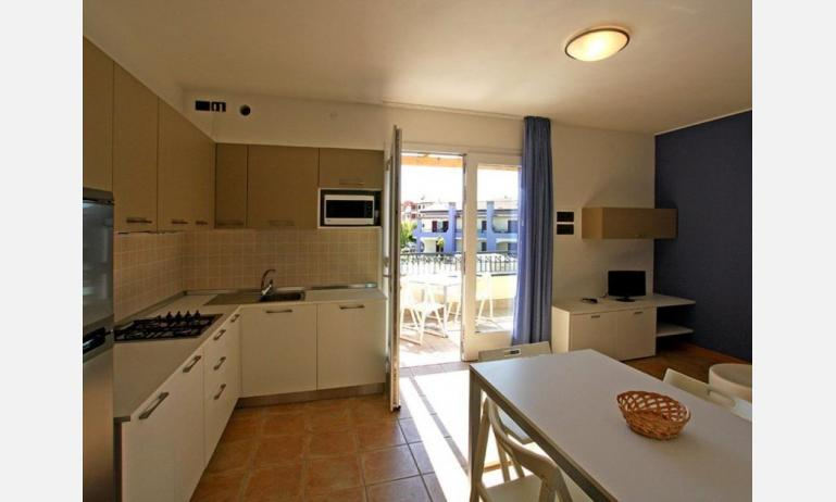 residence LE GINESTRE: C7 - kitchenette (example)