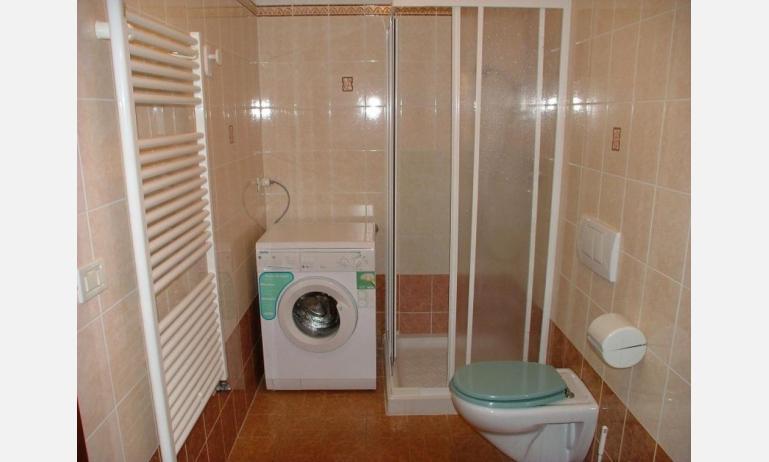 appartamenti CORTE SAN MARCO: B4 - bagno con lavatrice (esempio)