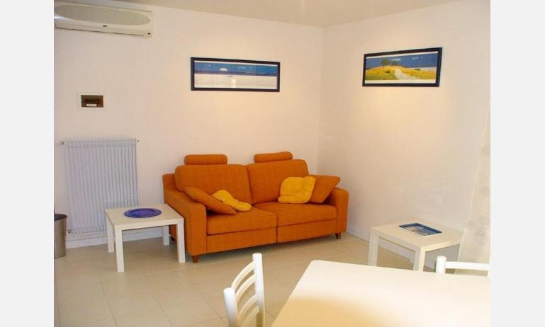residence MIRAGE: B4 - divano letto doppio (esempio)