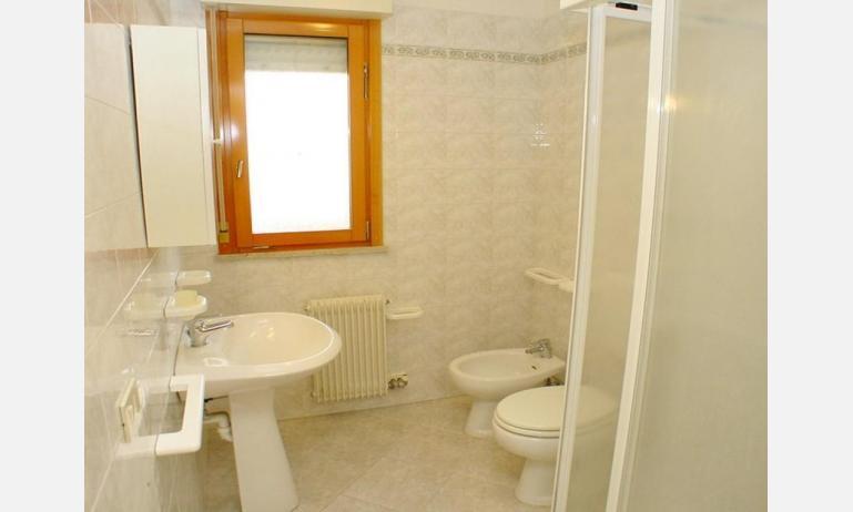 appartamenti SOLE: B4 - bagno con box doccia (esempio)