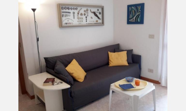 appartamenti SOLE: B4 - divano letto doppio (esempio)