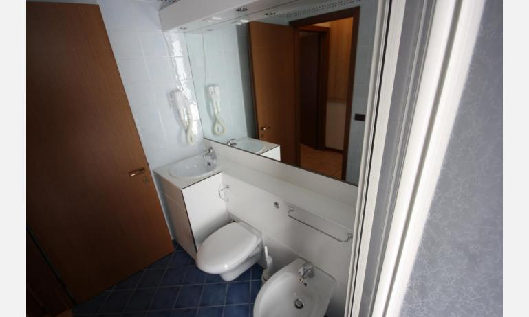 residence GIARDINI DI ALTEA: B5V - bathroom (example)