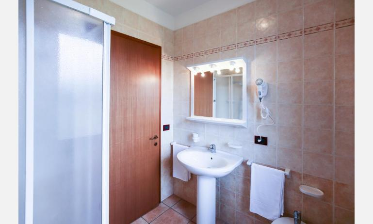 residence GIARDINI DI ALTEA: C7 - bathroom (example)