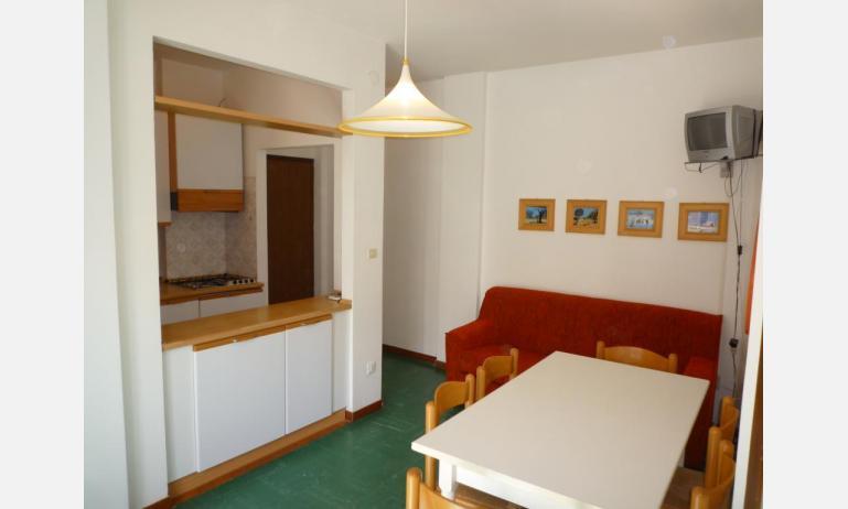 appartamenti MINI-JET: B4 - angolo cottura (esempio)