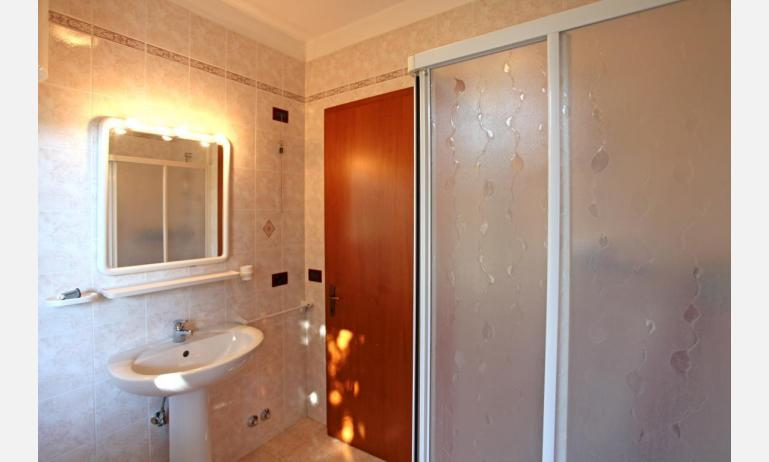 residence LIDO DEL SOLE: B5 - bathroom (example)