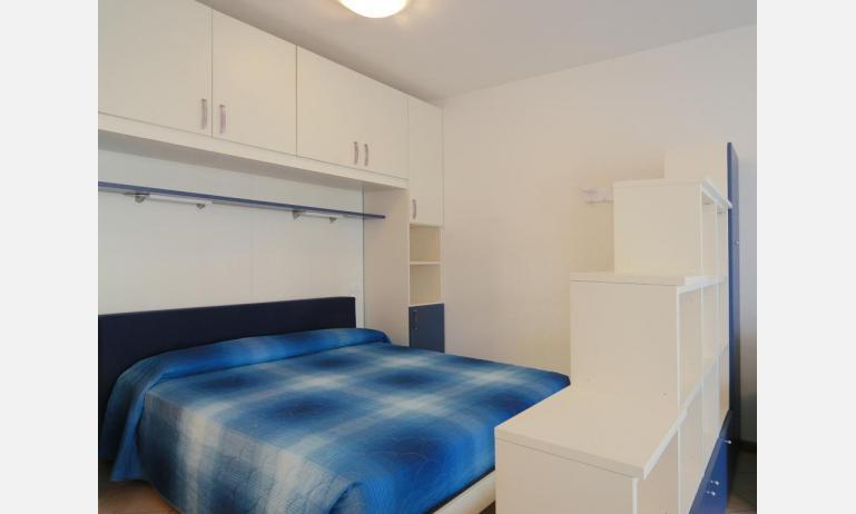 residence VILLAGGIO DEI FIORI: A4 - letto matrimoniale (esempio)