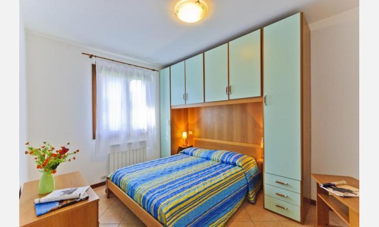 residence VILLAGGIO DEI FIORI: B4 - camera matrimoniale (esempio)