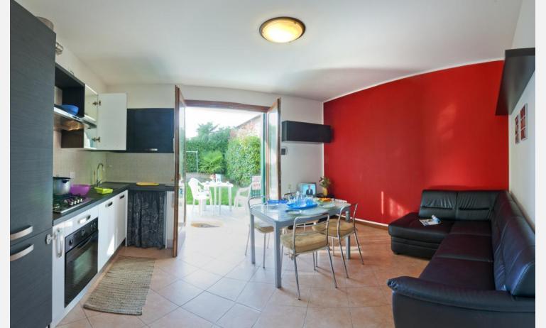 residence VILLAGGIO DEI FIORI: B4 - soggiorno (esempio)