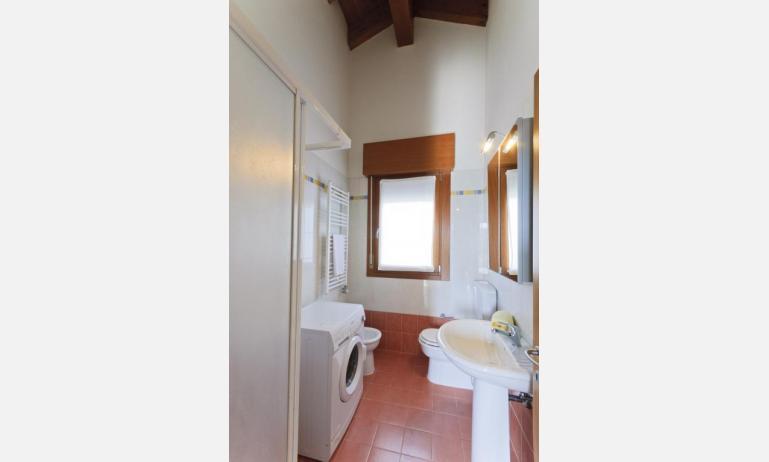 residence ROBERTA: C7 - bagno con lavatrice (esempio)