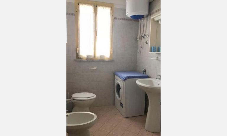 appartamenti FRONTEMARE: B4 - bagno con lavatrice (esempio)