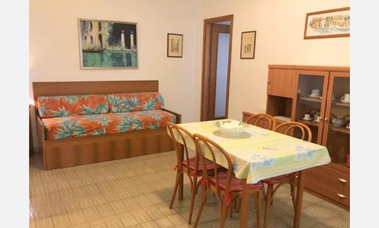 appartamenti FRONTEMARE: B4 - soggiorno (esempio)