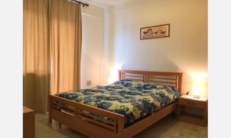 appartamenti FRONTEMARE: B4 - camera matrimoniale (esempio)