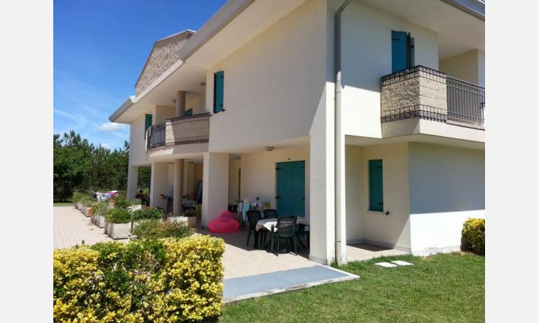 residence LIDO DEL SOLE: B5 V - exterior of small villa (example)