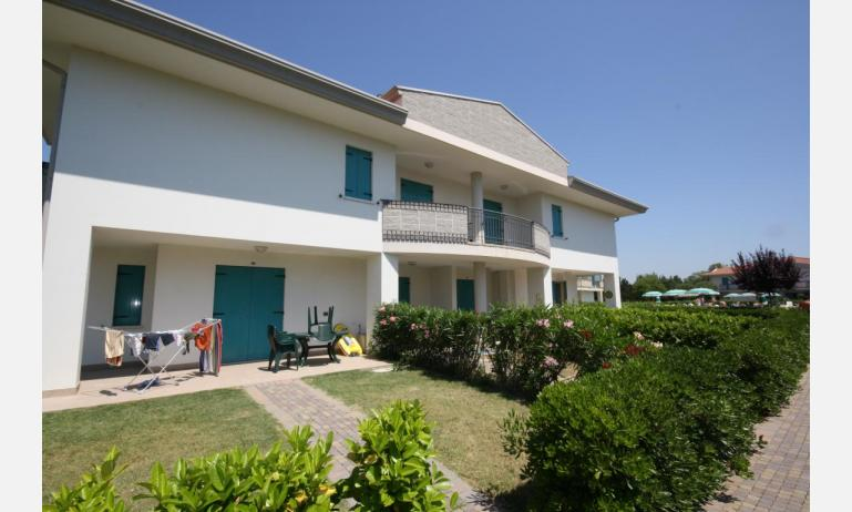 résidence LIDO DEL SOLE: B5 V - jardin (exemple)