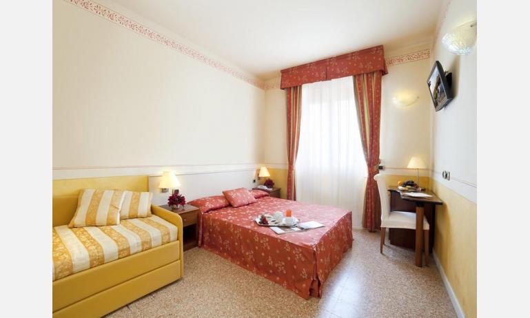 hotel KARINZIA: Standard - camera Family quadrupla (esempio)