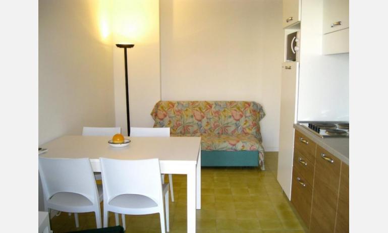 appartamenti BELLOSGUARDO: C6 - divano letto doppio (esempio)