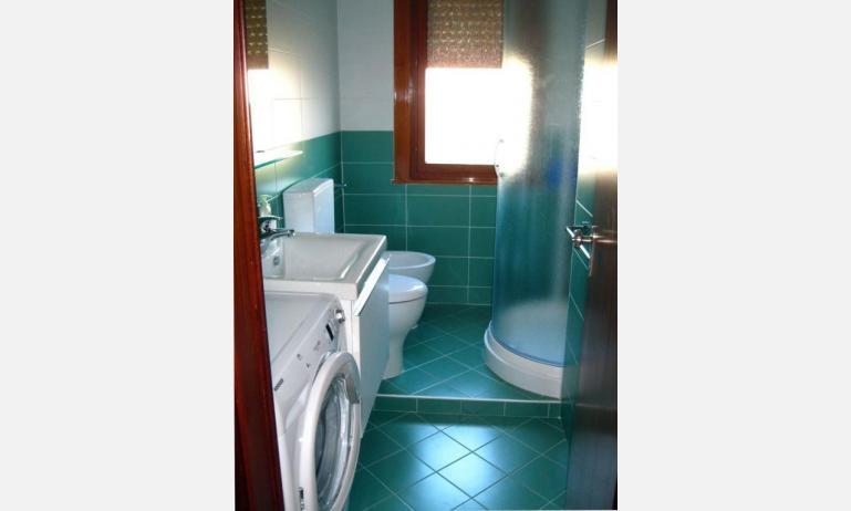 appartamenti BELLOSGUARDO: C6 - bagno con box doccia (esempio)