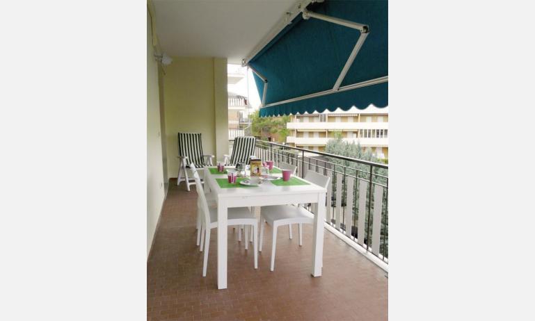 appartamenti BELLOSGUARDO: C6 - balcone (esempio)