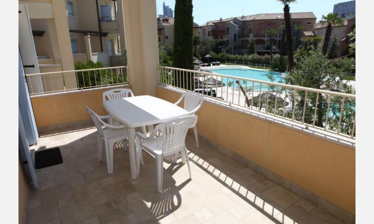 residence MEDITERRANEE: C5/6 - terrazzo vista piscina (esempio)