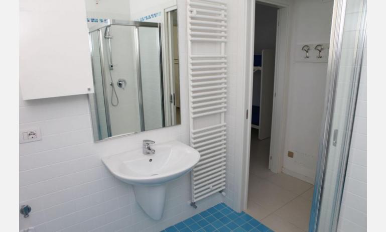residence MEDITERRANEE: C5/6 - bagno con box doccia (esempio)