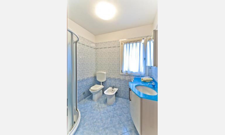 appartamenti CARAVELLE: C6 - bagno con box doccia (esempio)
