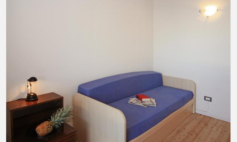 appartamenti STEFANIA: B4 - divano letto doppio (esempio)