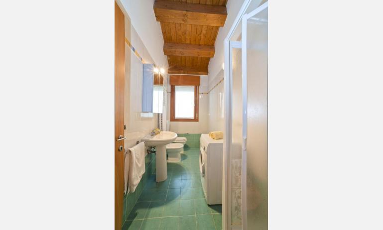 residence ROBERTA: C8s - bagno con lavatrice (esempio)