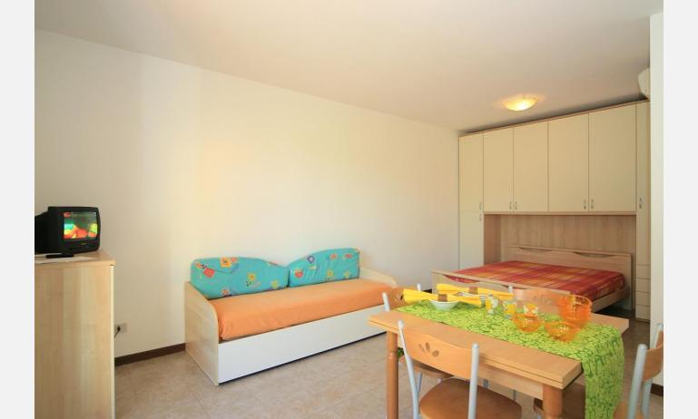 residence CRISTINA BEACH: A4 - divano letto doppio (esempio)