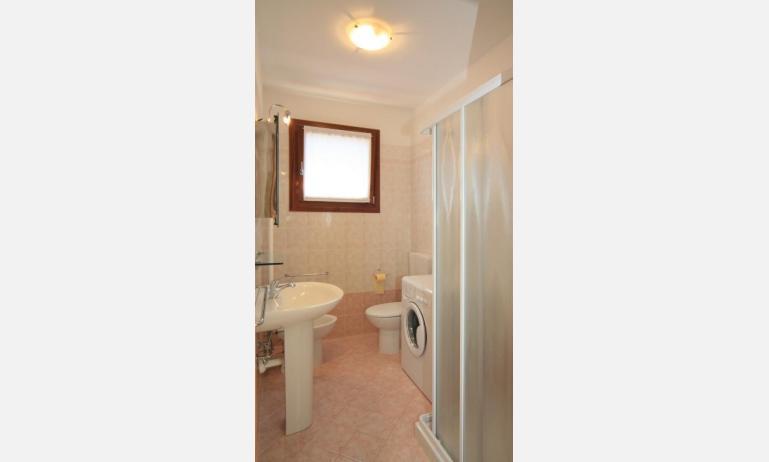 residence CRISTINA BEACH: B4 - bagno con box doccia (esempio)