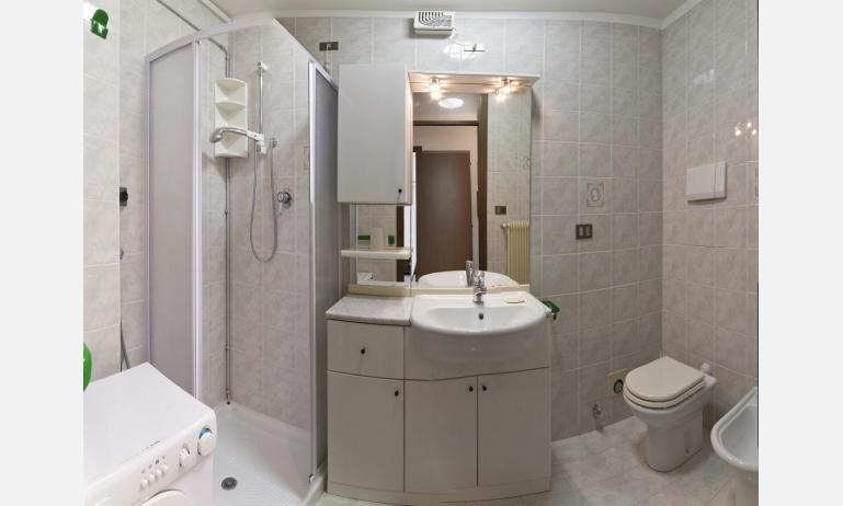 appartamenti DUCA DEGLI ABRUZZI: B4 - bagno (esempio)