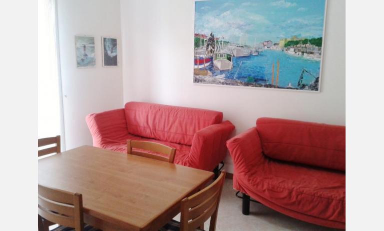 appartamenti LE SOLEIL: B5 - divano letto singolo (esempio)