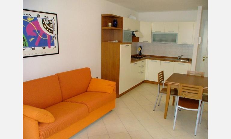 residence COSTA AZZURRA: B4 - divano letto doppio (esempio)
