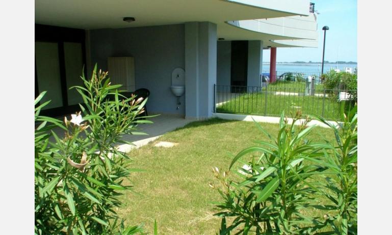 residence COSTA AZZURRA: B4 - giardino (esempio)