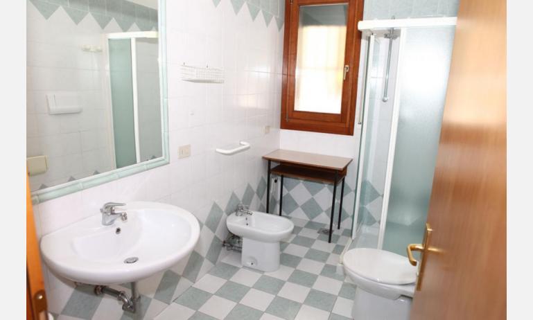 appartamenti MINERVA: B5 - bagno con box doccia (esempio)