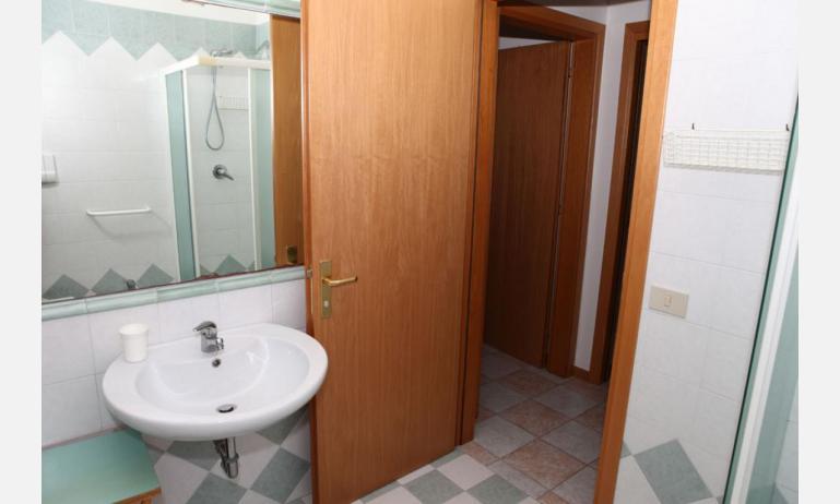 appartamenti MINERVA: C7 - bagno con box doccia (esempio)